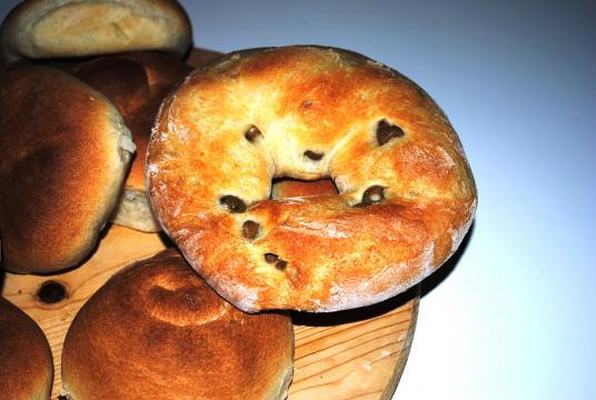 Pane a forma di ciambella alle olive