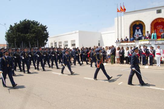 Desfile de las tropas del AGA ante las autoridades