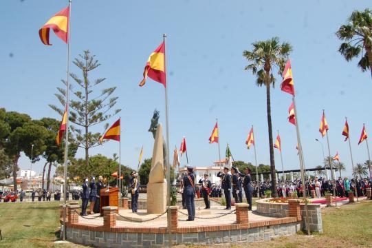 Homenaje a los caídos en el monumento a los que dieron su vida por España