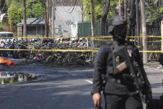 Indonesia, 13 maggio: una famiglia intera compie 3 attentati per l'Isis