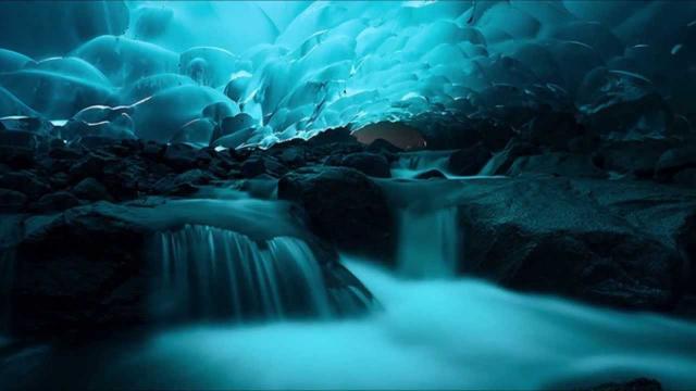 Imagem do interior da Caverna Mendenhall