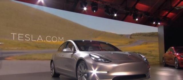 Pilota automatico e Tesla protagoniste di un incidente stradale
