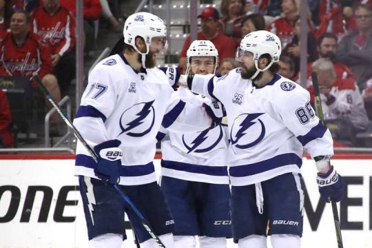 Kucherov y Hedman fueron claves en el juego 3. NHL.com.