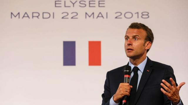 Macron présente une version allégée du plan Borloo pour les ... - france24.com