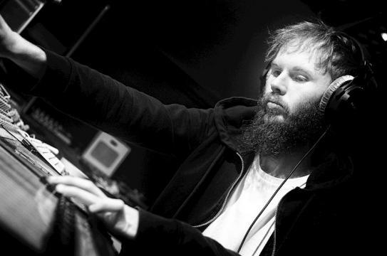 Anthony Walker, Voz, instrumentos y produccion en Astral Cloud Ashes.