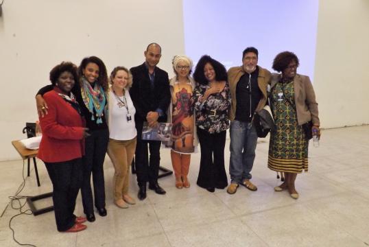 De preto, subsecretário Anderson com Deise, Edna Roland e ativistas da comunidade