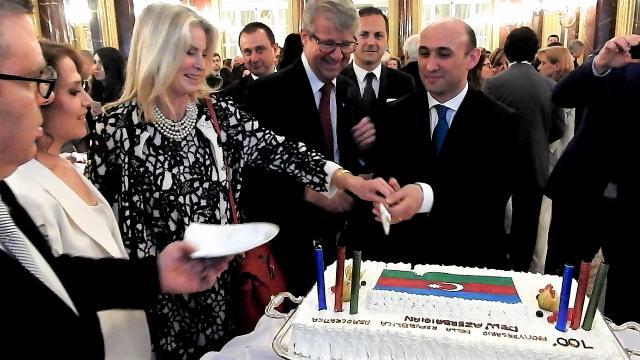 23 maggio 2018 centenario della proclamazione della Repubblica dell'Azerbaigian - taglio della torta - Roma