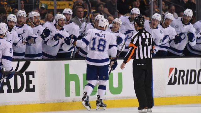 Palat metió dos goles tempraneros para hundir a los Bruins en Boston. NHL.com.