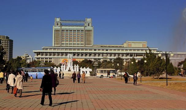 Fountain Park in Pyongyang city, DPRK (Image credit – Calflier001, Wikimedia Commons)