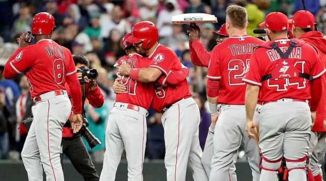 Albert Pujols recibirá un bono de 3 millones de dólares por haber conseguid su hit 3 mil. MLB.com.