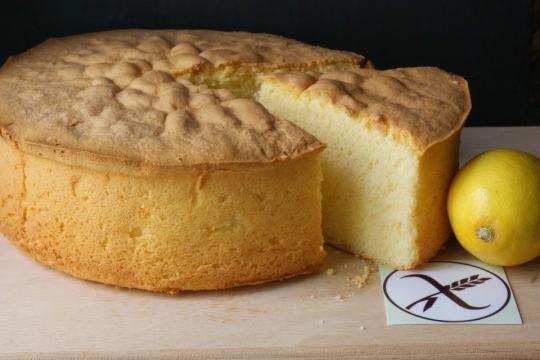Bizcocho esponjoso de limón sin gluten - Anna Recetas Fáciles - annarecetasfaciles.com