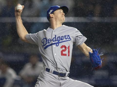 Buehler lanzó 6 entradas sin hit ni carrera en la lluvia de Monterrey. MLB.com.
