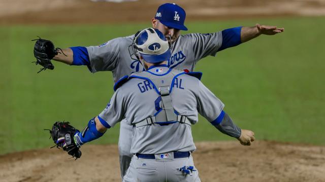 Los Dodgers pudieron ganar 4-0 en México con una gran actuación en el montículo y en la receptoría por parte de Grandal. MLB.com.