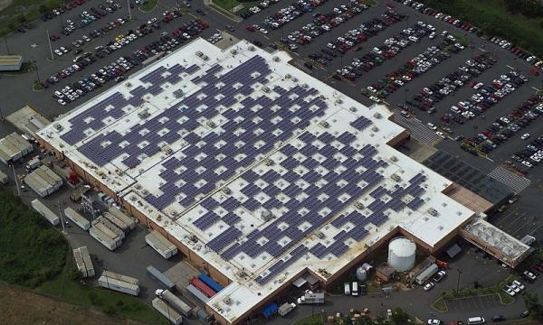 The Walmart Supercenter in Caguas, Puerto Rico is equipped with solar panels (Image credit – Walmart Corporate, Wikimedia Commons)