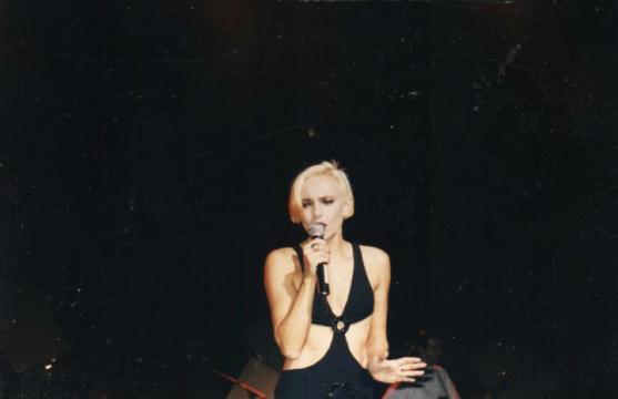 Dans les années 90, l'artiste enchaîne les looks et les albums sans retrouver le succès qu'elle a connu plusieurs années auparavant