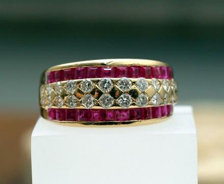 Ruby and diamond bracelet (Image credit – paparutzi/christina rutz, Wikimedia Commons)