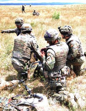 Las tropas españolas se reorganizan tras llegar a tierra