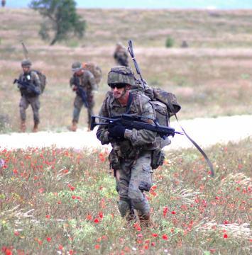 Las unidades españolas se dirigen a sus objetivos preliminares