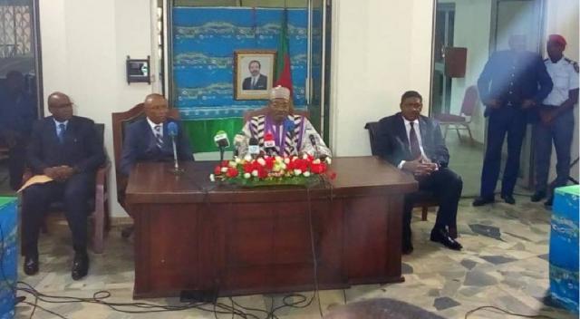 Le Ministre de la communication du Cameroun Issa Tchiroma Bakary en compagnie du SG de la DGSN et du gouverneur du Centre 11 Juin 2018(c)Mincom