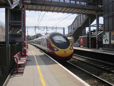 Runcorn railway station, Cheshire, England (Image courtesy – Rept0n1x, Wikimedia Commons)