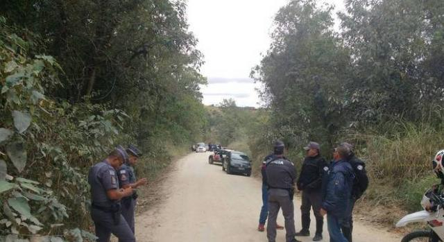 Corpo da menina Vitória foi encontrado em estrada de terra (Foto: Polícia Militar)