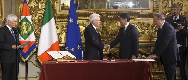 Il momento del giuramento del premier Giuseppe Conte