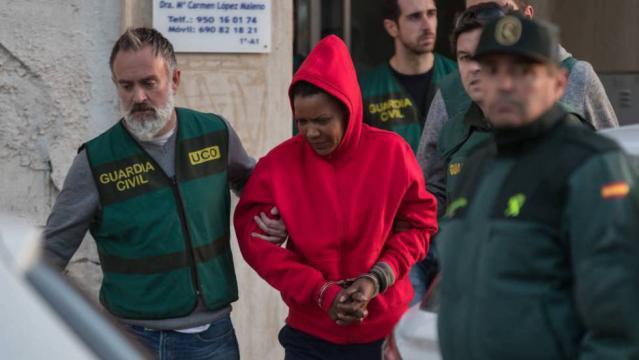 Ana Julia es llevada a los juzgados por agentes de la Guardia Civil