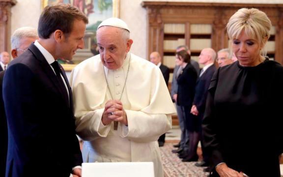 Emmanuel Macron reçu par le Pape pendant près d'une heure - Le ... - leparisien.fr