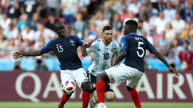Kanté hizo desaparecer a Messi del partido. FIFA.com