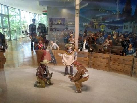 El museo consiste de representaciones artesanales que siguiendo