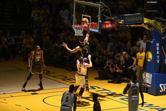 McGee tuvo una actuación importante en el juego 2. NBA.com.