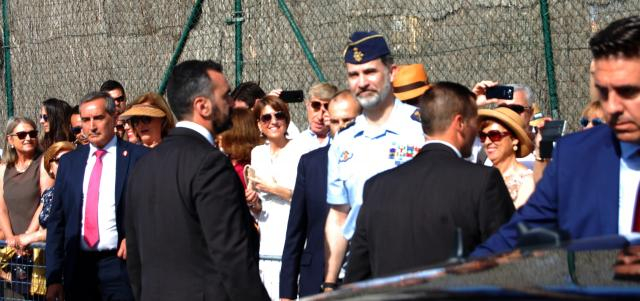 El Rey Felipe VI acude a la exhibición en medio del entusiasmo público