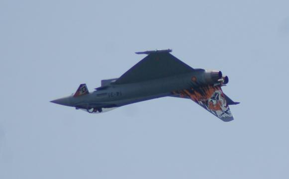 Un Eurofighter español realiza una espectacular pirueta
