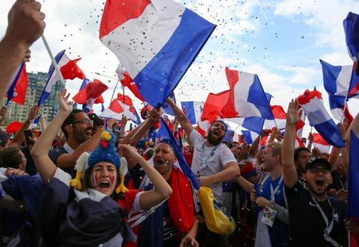 Coupe du monde : la foule se presse déjà devant l'Hôtel de Ville à ... - francetvinfo.fr
