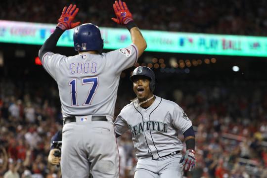 Choo ha tenido una gran campaña con los alicaídos Rangers y ayudó al se remolcado por Segura. MLB.com