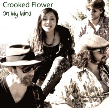 Crooked Flower; Angelina Dang, Voces, tecladoss y Guitarra, Daniel Erik: Bajo, Dan Ingberman: Guitarra y Patrick Shields: bateria