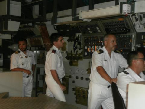 Aspecto del puente de control en uno de los simuladores durante un ejercicio