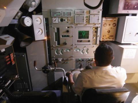 Aspecto del puesto de timonel de un S-70, el S-80 dispondrá de un control más moderno