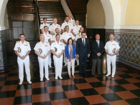 La ministra Robles con los mandos de la Flota de Submarinos de la Armada
