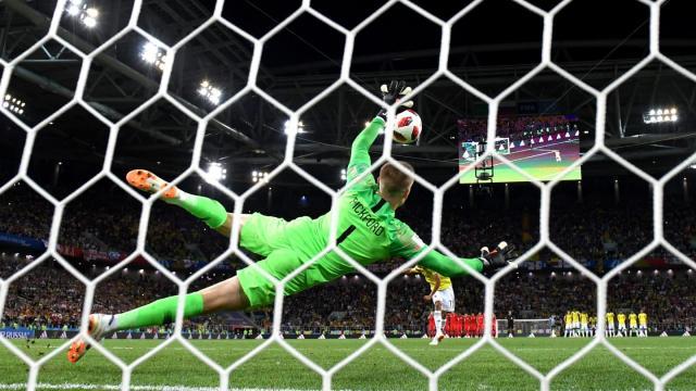 Pickford fue la figura en los penales al parar el tiro de Bacca. FIFA.com