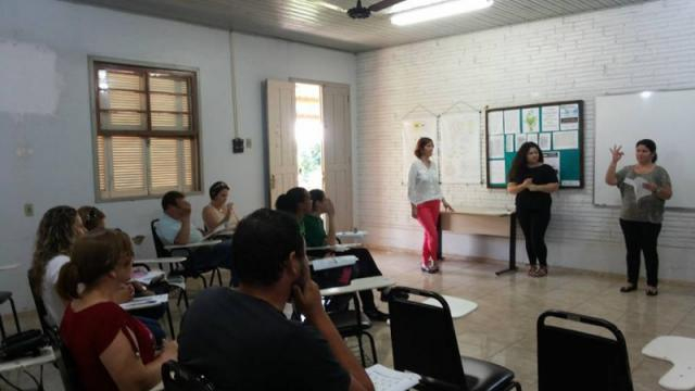 UERGS trabalha com Libras como forma de inclusão social dos surdos.