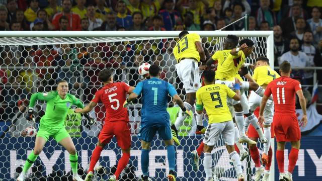 Yerry Mina pudo marcar de cabeza el empate al minuto 93. FIFA.com