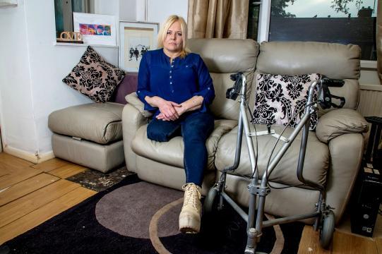 Tanya Czernozukow teve a perna amputada devido a um ferimento que não cicatrizou