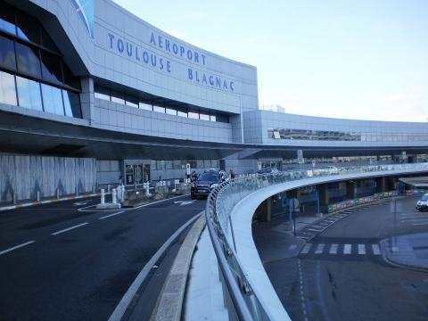 View of Toulouse Blagnac Airport (Image courtesy – Mirza Junaid, Wikimedia Commons)