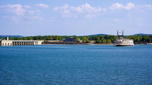 View of Branson Belle Table Rock Lake (Image source – Doug Wertman, Wikimedia Commons)