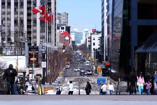 Street scene of Toronto, Canada (Image courtesy – Skeezix1000, Wikimedia Commons)