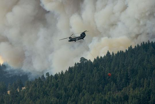 Using Chinook helicopter to fight wildfires (Image courtesy - Matthew Burnett, Wikimedia Commons)