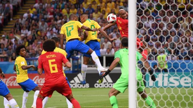 El autogol de Fernandinho facilitó el plan de contragolpe de Martínez. FIFA.com