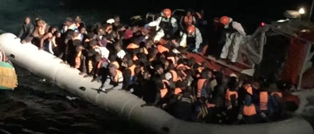 Migranti soccorsi dopo un lungo 'viaggio della speranza'