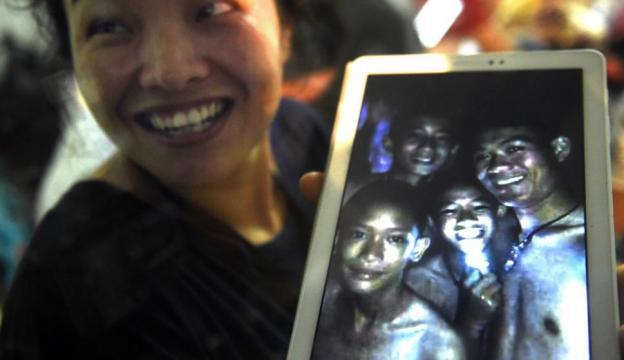 Familiares ven las primeras imágenes de los niños atrapados en la ... - com.uy